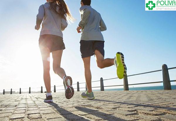 Dành thời gian tập luyện thể thao giúp sức khỏe sinh lý ổn định và vợ chồng gần nhau hơn.