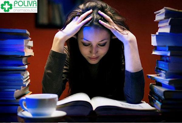 Thức khuya là một thói quen gặp ở nhiw\ều người nhưng lại tiềm ẩn nguy cơ gây vô sinh nữ