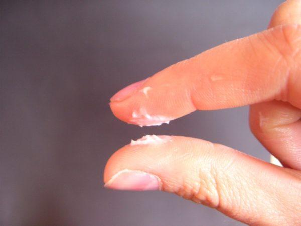 Những cục nhỏ vón lại như hạt cơm, bóp mềm ra được