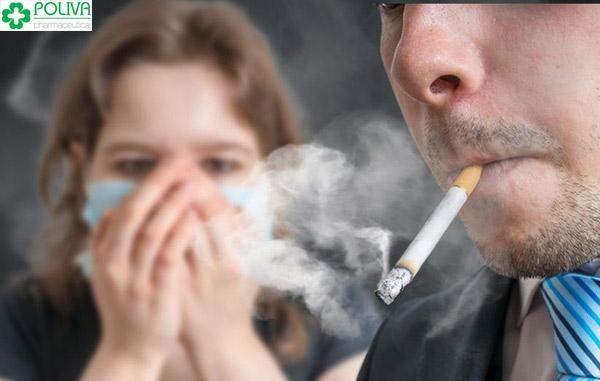 Hút thuốc lá cũng khiến nam giới dễ mắc xuất tinh sớm.