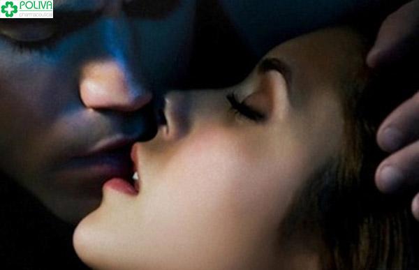 """90% các cuộc """"yêu"""" được khởi đầu từ nụ hôn"""