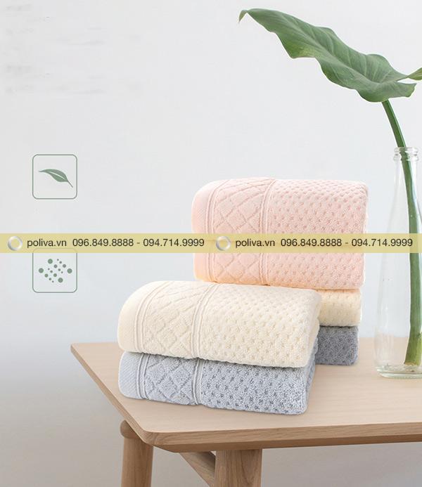 Khăn tắm nên được gấp gọn tạo cảm giác ngăn nắp và sạch sẽ cho khách hàng