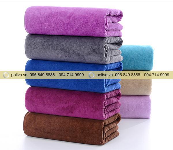 Khăn tắm khi đặt trong phòng khách sạn nên được gập vuông vức, gọn gàng