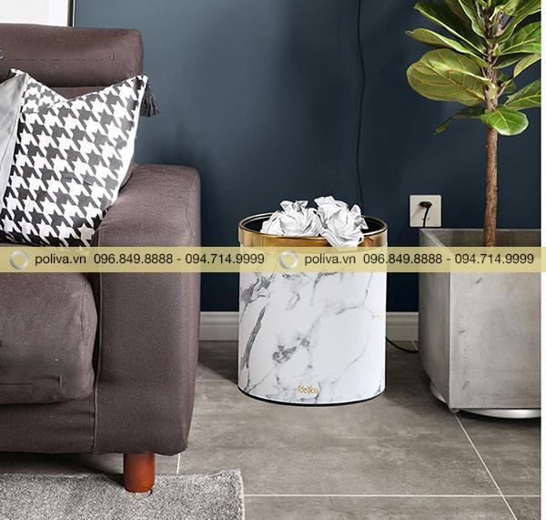 Vị trí thích hợp đặt thùng rác hợp phong thủy là góc phòng hoặc gần ghế ngồi