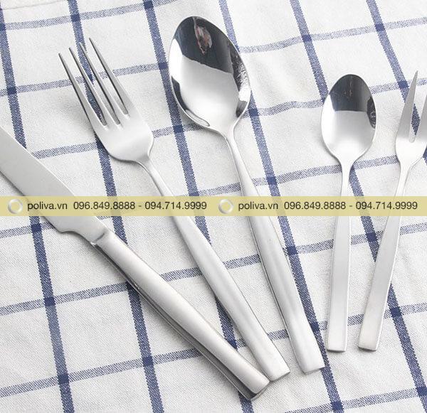 Dao muỗng nĩa nhà hàng