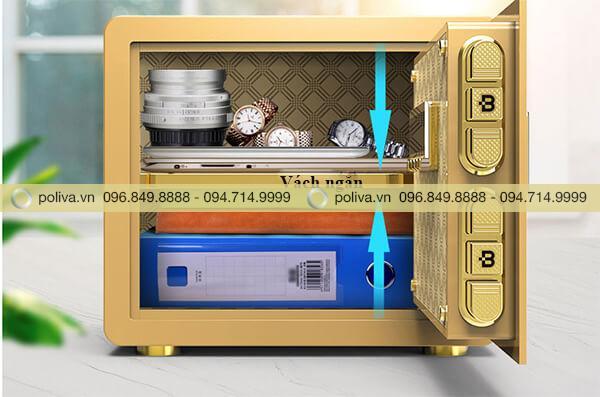 Bên trong két sắt chứa được rất nhiều đồ đạc, tài liệu