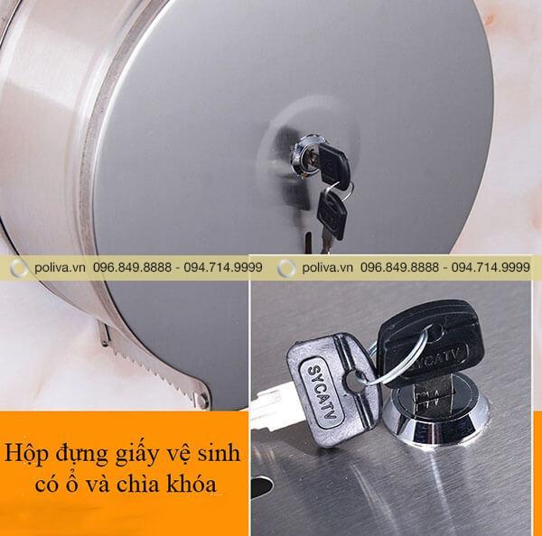 Chìa khóa và ổ khóa trên bề mặt hộp