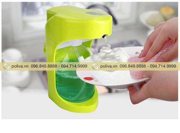 Sử dụng bình đựng giúp tiết kiệm dung dịch tối đa
