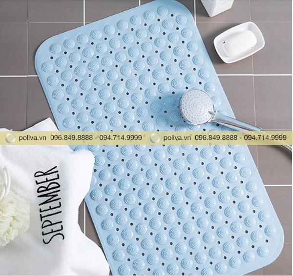 Bề mặt thảm lau chân có các lỗ thoáng khí chống thấm nước