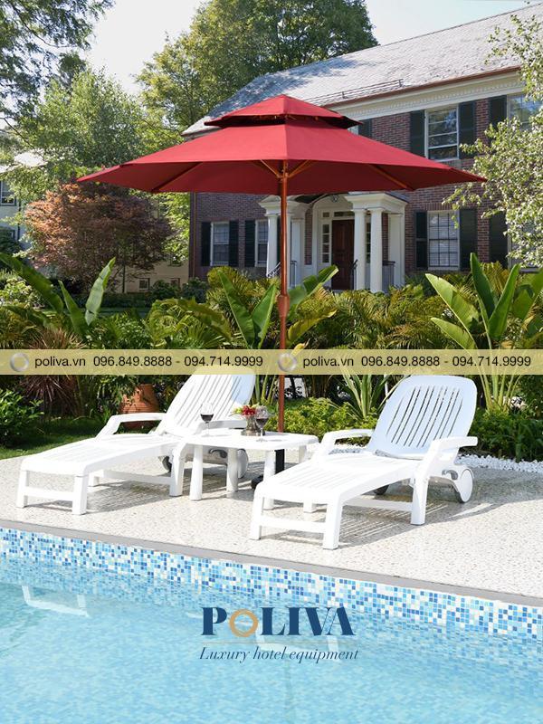 Ghế hồ bơi kết hợp ô dù chính tâm, lệch tâm tạo nên không gian tuyệt vời