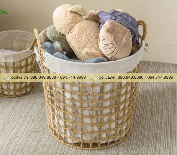 Đồ cá nhân được giữ sạch sẽ nhờ giỏ đựng đồ mây tre đan