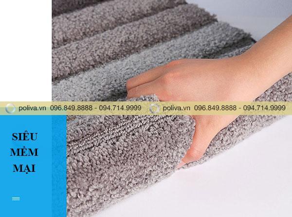 Bề mặt thảm mềm mại khi sử dụng