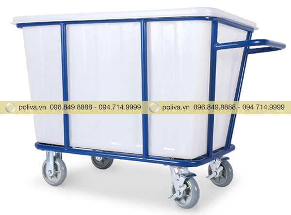 Khung xe được sơn màu xanh nổi bật, thùng nhựa trắng cao cấp