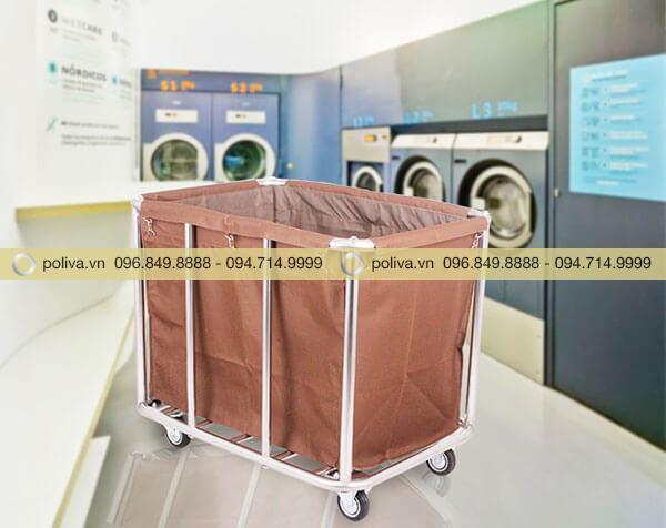 Thiết bị dọn đồ giặt là màu nâu