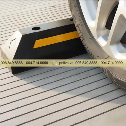 Cục chặn bánh xe phản quang