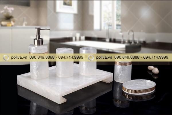 Bộ đồ dùng nhà tắm đẹp chất liệu resin màu trắng ngọc trai