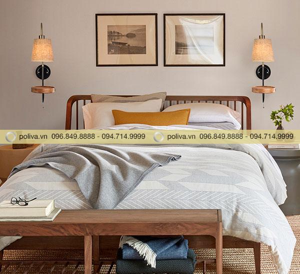 Gắn đèn hai bên đầu giường giúp không gian hài hòa