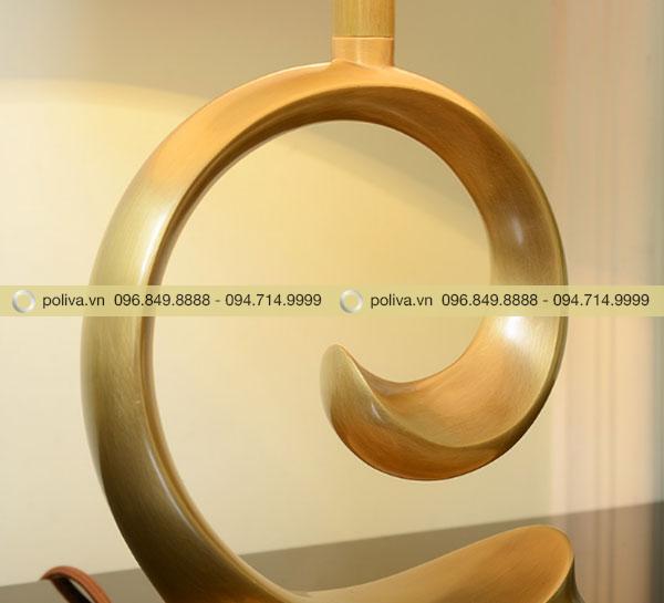 Thân đèn làm bằng đồng nguyên chất tạo bóng và chống gỉ
