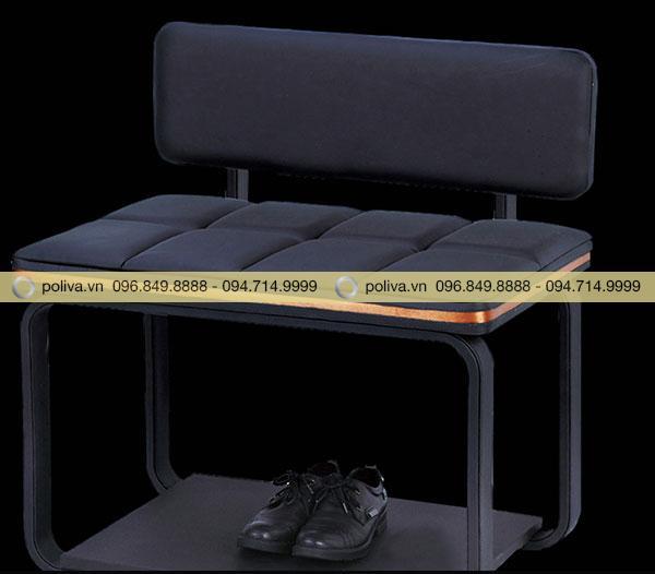Tầng dưới của kệ có thể tận dụng để giày dép