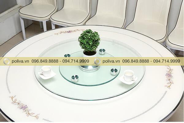 Mâm kính xoay khiến bàn ăn lịch sự hơn