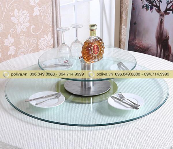 Bàn ăn mặt kính xoay hai tầng để rượu, ly... đa dạng hơn