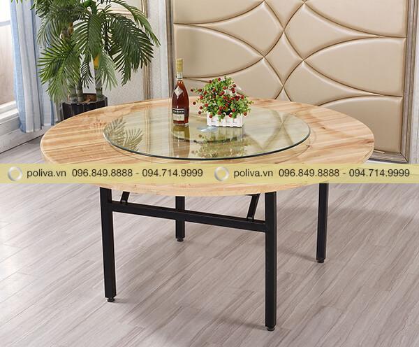 Trang bị mâm xoay trên bàn gỗ chắc chắn