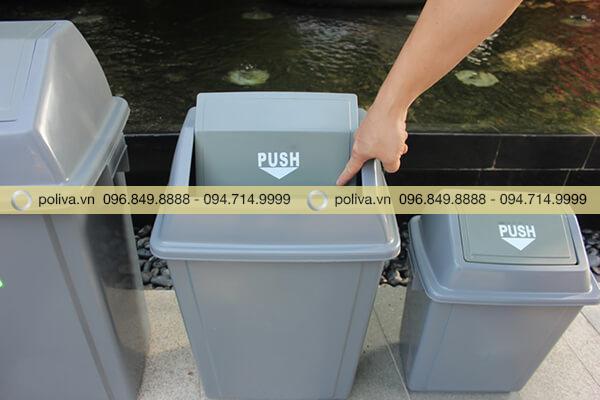 Thùng rác dạng nắp lật linh hoạt