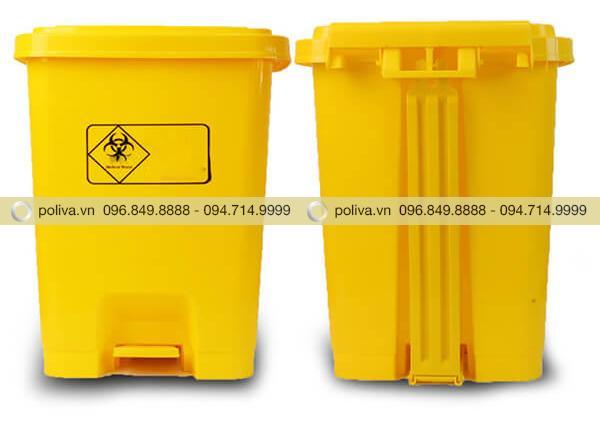 Mặt trước và mặt sau của thùng đựng rác thải y tế