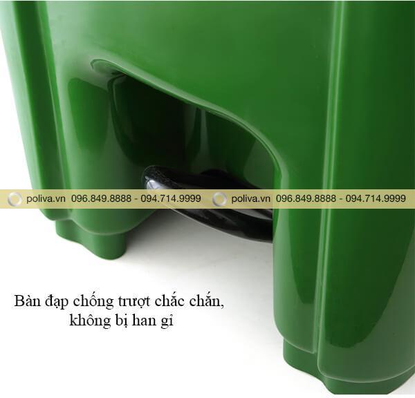 Thiết kế đạp chân chắc chắn, mở đóng thùng rác nhanh gọn