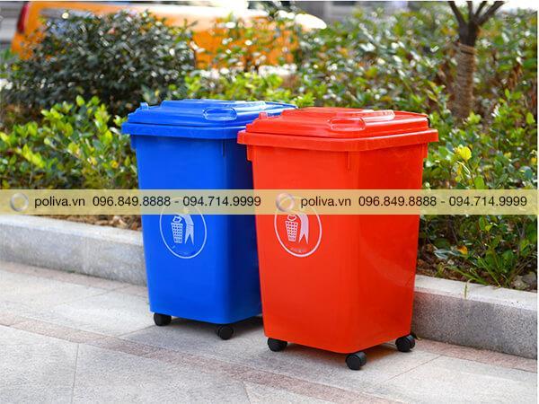 Thùng rác nhựa 60 lít có bánh xe được sử dụng trong công viên, khu vui chơi