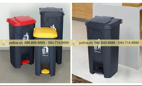 Thùng rác thân nhựa đen kết hợp nắp và bộ phận đạp chân màu vàng, đỏ
