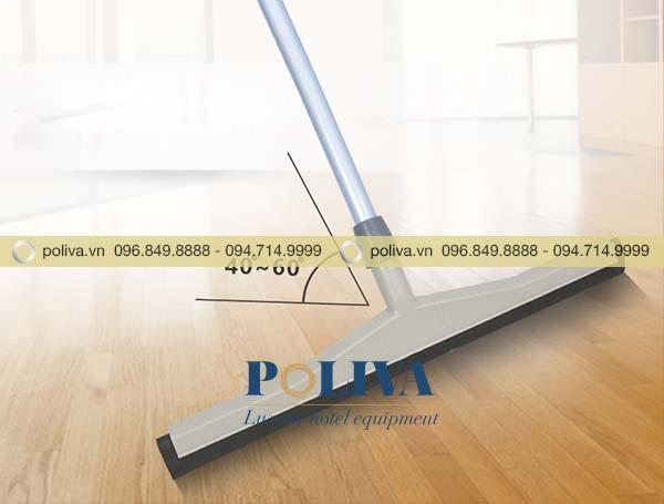Kẹp lưỡi gạt với cây gạt thiết kế khoảng 40 - 60 độ