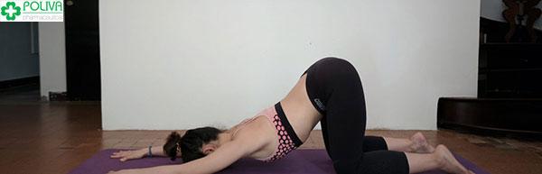 Tư thế Yoga kiểu chó duỗi mình.