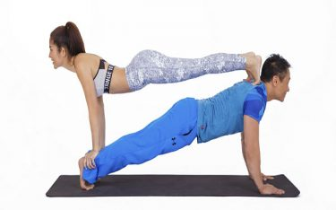 """6 tư thế Yoga giúp """"chuyện yêu"""" của phái nữ thêm phần hưng phấn"""