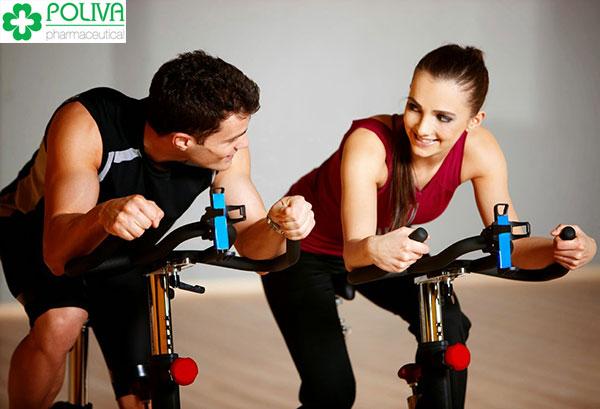 Tập luyện thể thao luôn được liệt kê vào danh sách những thói quen sinh hoạt tốt.