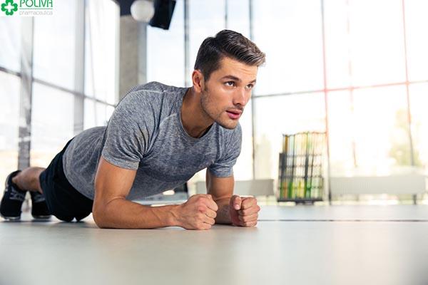 Tập thể dục thể thao thường xuyên giúp nam giới có cơ thể mạnh mẽ