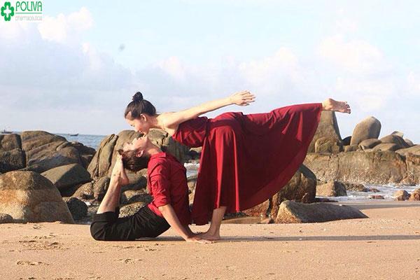 Đặc biệt tập Yoga giúp các cặp đôi thăng hoa hơn khi quan hệ