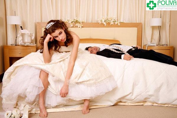 Lấy chồng yếu sinh lý khiến đêm tân hôn không như ý muốn.