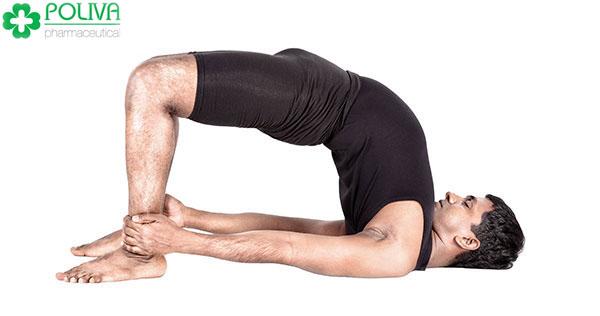 Tư thế Yoga ưỡn người giúp nam giới hạn chế xuất tinh sớm