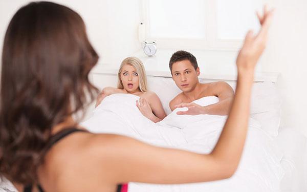 Bỏ túi những dấu hiệu khả nghi chứng tỏ đàn ông ngoại tình