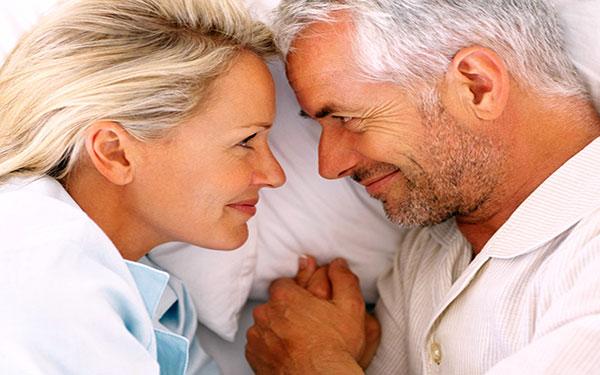 Duy trì chuyện chăn gối với phụ nữ độ tuổi mãn kinh