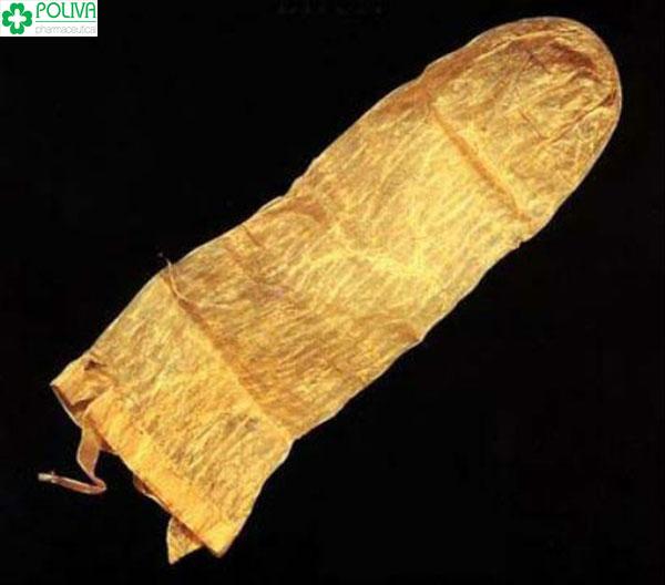 Bao cao su xưa kia khá thô sơ, chúng được chế từ ruột hoặc là bọng đái của những con vật như cừu, ngựa.