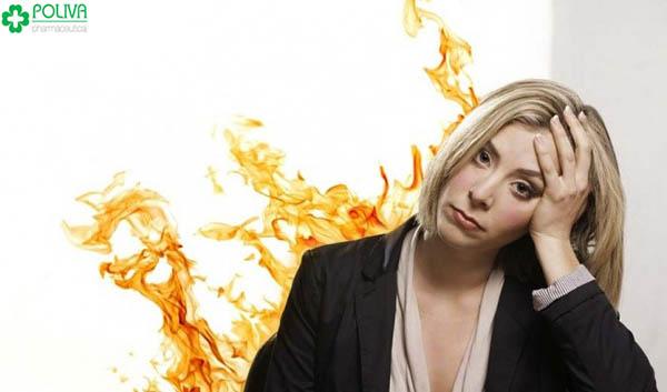 Thiếu hụt estrogen khiến cho chị em thường xuyên bị bốc hoả