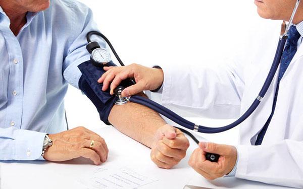"""Người mắc bệnh huyết áp cao """"yêu"""" có an toàn không?"""