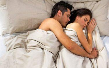 Yếu sinh lý nam do tư thế ngủ không đúng