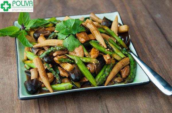 Măng tây là loại rau được dùng để tăng kích thước vòng 1 rất hữu hiệu khi được dùng phối hợp với củ từ, gan gà