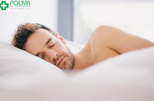 Cậu nhỏ không cương cứng vào buổi sáng có thể do suy giảm nội tiết tố nam