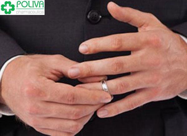 Yếu sinh lý nam…. vì đeo nhẫn cưới