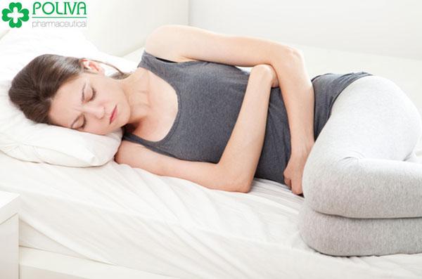 Máu báo thai có xu hướng bất thường, thành vệt và không nhiều về lượng như khi có kinh nguyệt