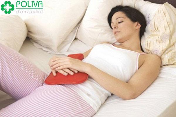 Máu kinh nguyệt kèm theo chất nhầy có thể đau bụng dữ dội hoặc chuột rút